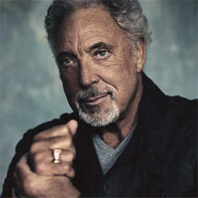 Tom Jones: Alnwick Castle
